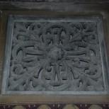 Ornament sculptat in piatra